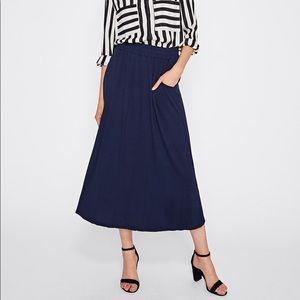 Dresses & Skirts - 🆕Blue crinkle swing midi skirt